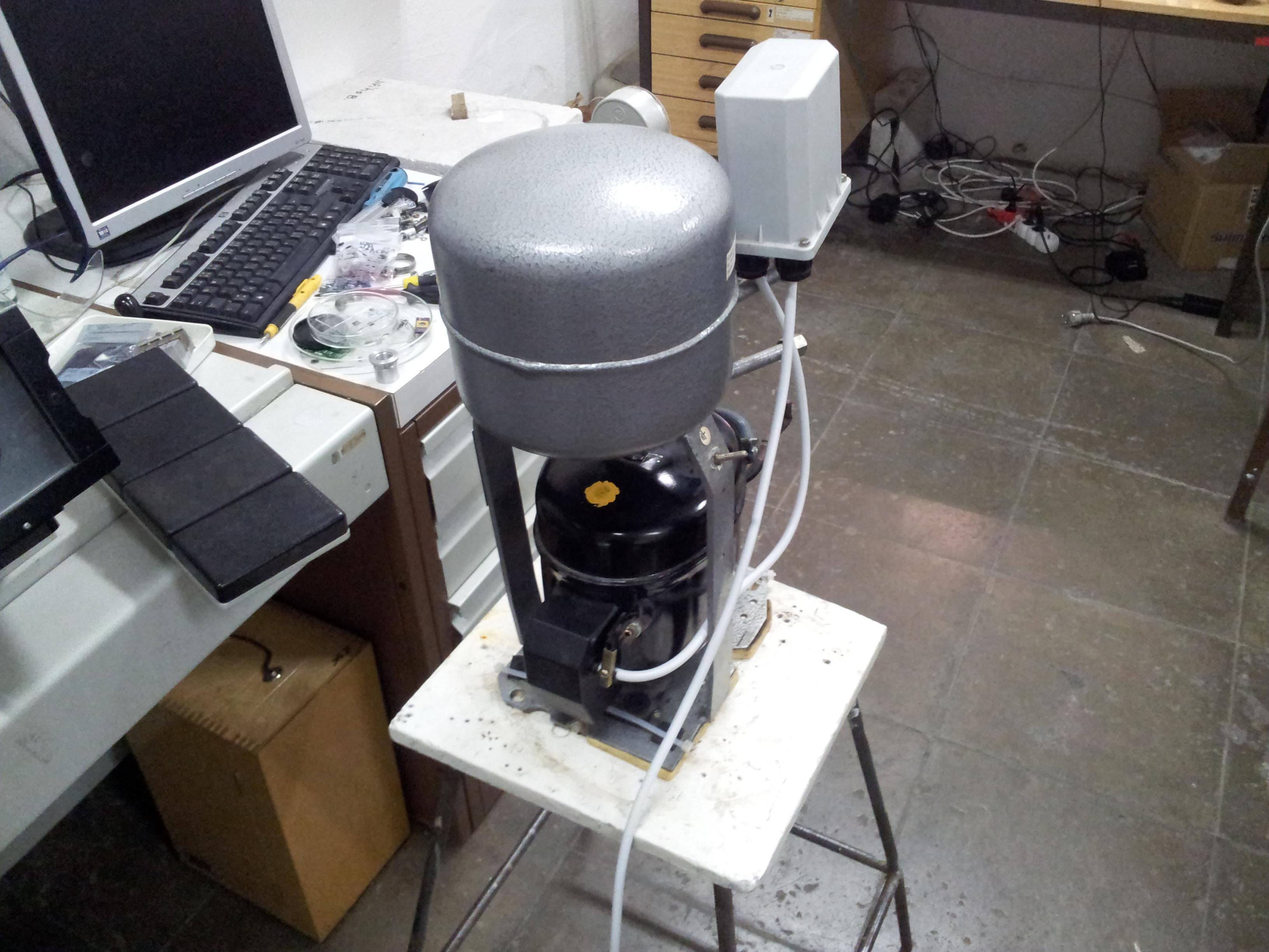 Přestavěný kompresor.