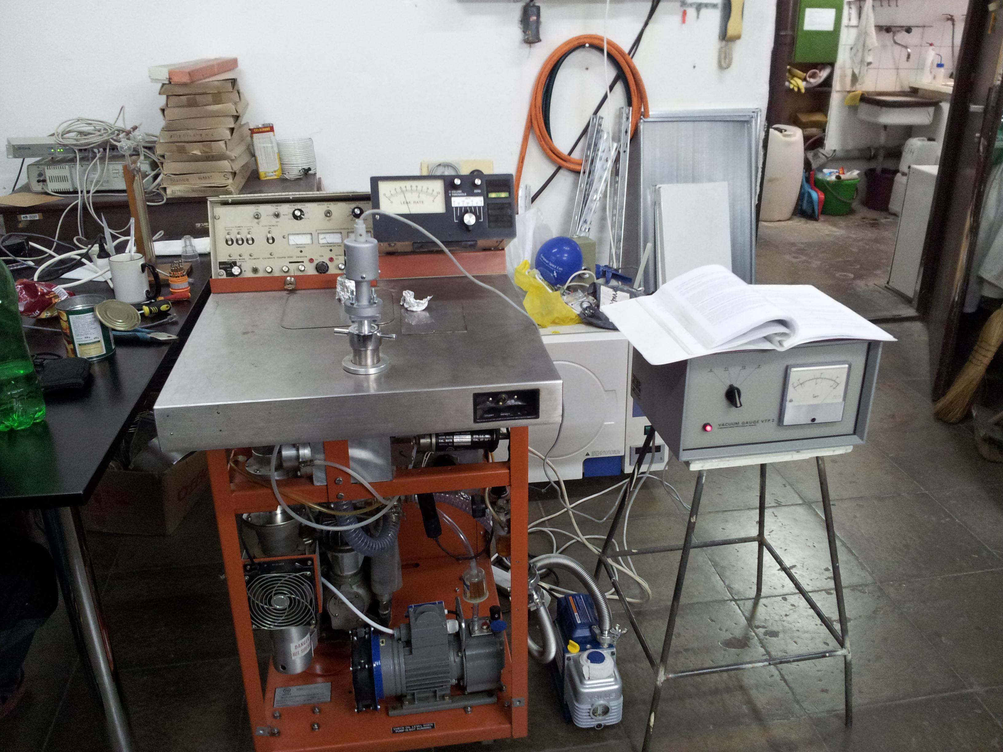 Celkový pohled na experiment s lepší rotační pumpou.